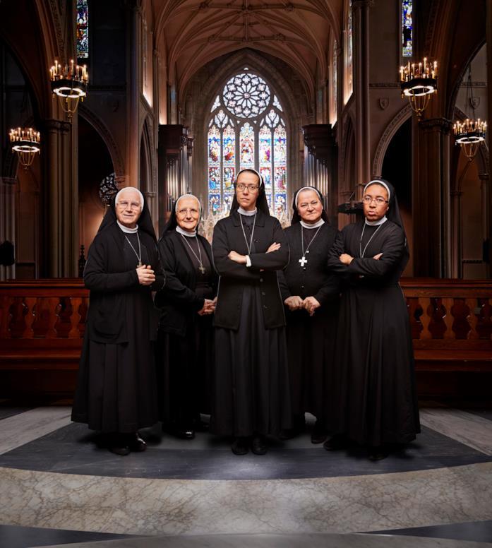 Le cinque suore in posa