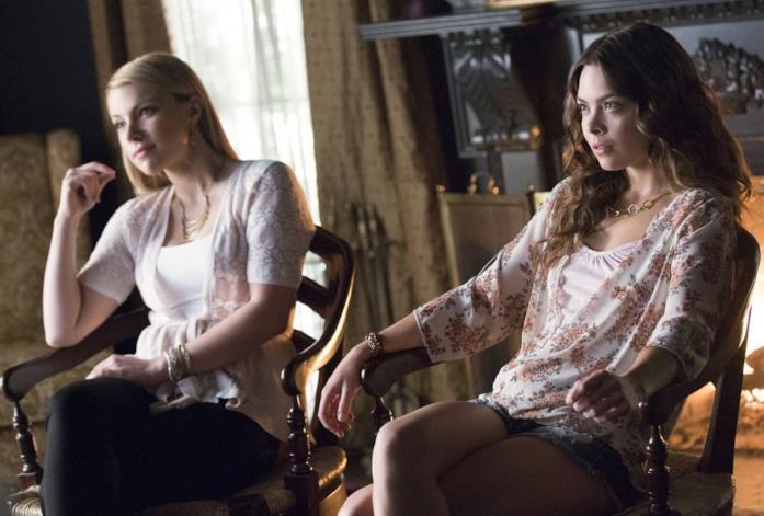 Teressa Liane e Scarlett Hannah Hefner nella settima stagione di The Vampire Diaries