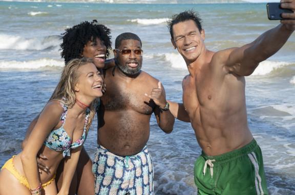 Gli amici delle vacanze: lo sballato film con John Cena da agosto su Disney+