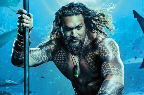 Un'immagine di Jason Momoa nel poster di Aquaman