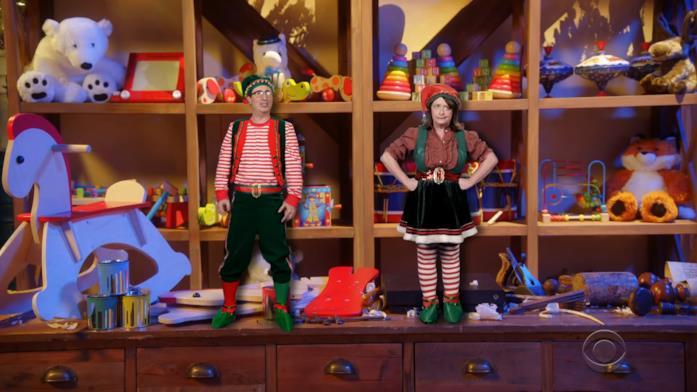 Rachel Dratch e John Oliver in Santa Fight: Saving the Holiday From Atnas