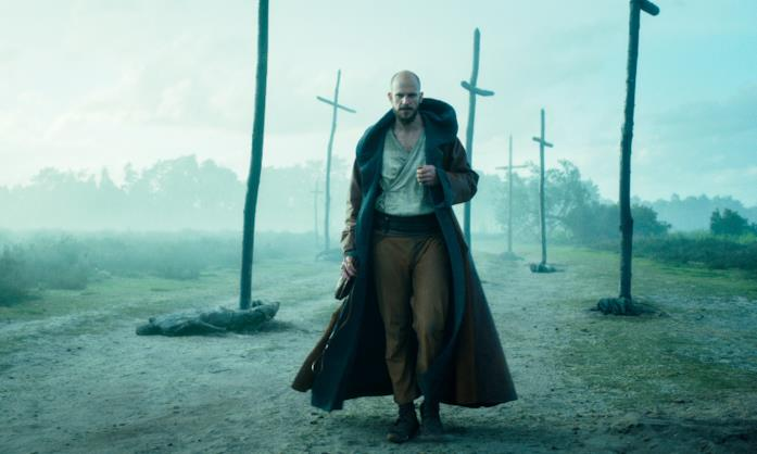 Merlino cammina tra le croci