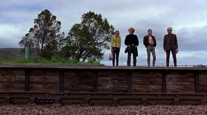 I ragazzi guardano i treni in Trainspotting