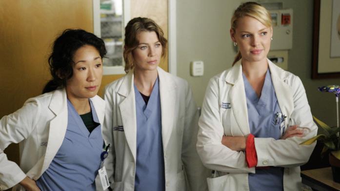 Una scena di Grey's Anatomy con Sandra Oh, Ellen Pompeo e Katherine Heigl