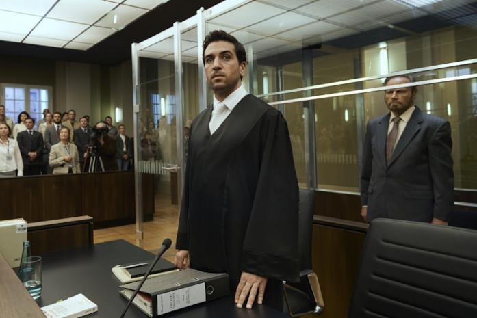 Elyas M'Barek e Franco Nero in una scena del film Il caso Collini