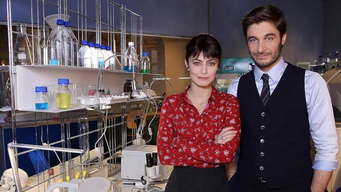 Lino Guanciale con Alessandra Mastronardi ne L'Allieva