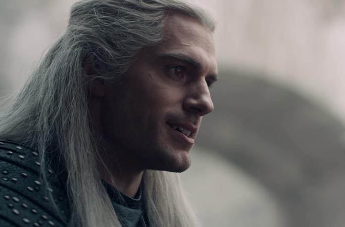 Anya Chalotra, Henry Cavill e Freya Allan in The Witcher