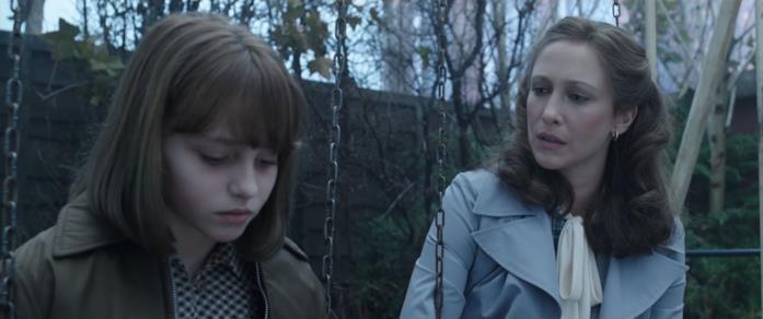 Lorraine rompe il ghiaccio con la bambina posseduta in The Conjuring 2