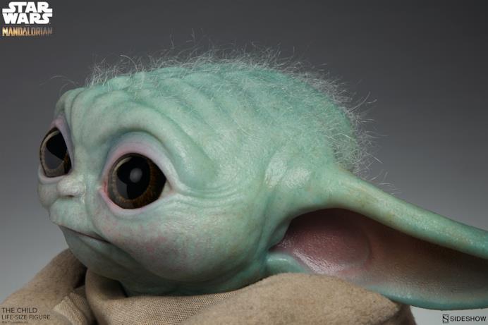 Il viso di Baby Yoda visto di profilo
