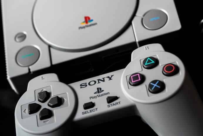 PlayStation Classic ricorda il design della prima PlayStation Classic, classe 1994