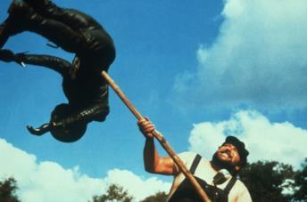 Bud Spencer in una scena del film ...altrimenti ci arrabbiamo!