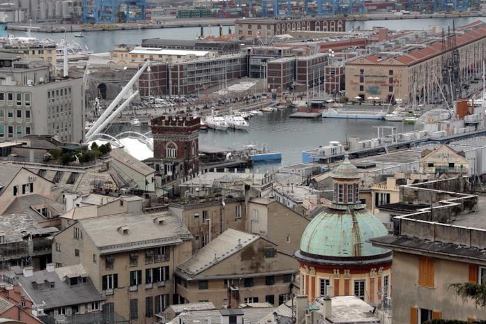 Panoramica del porto di Genova