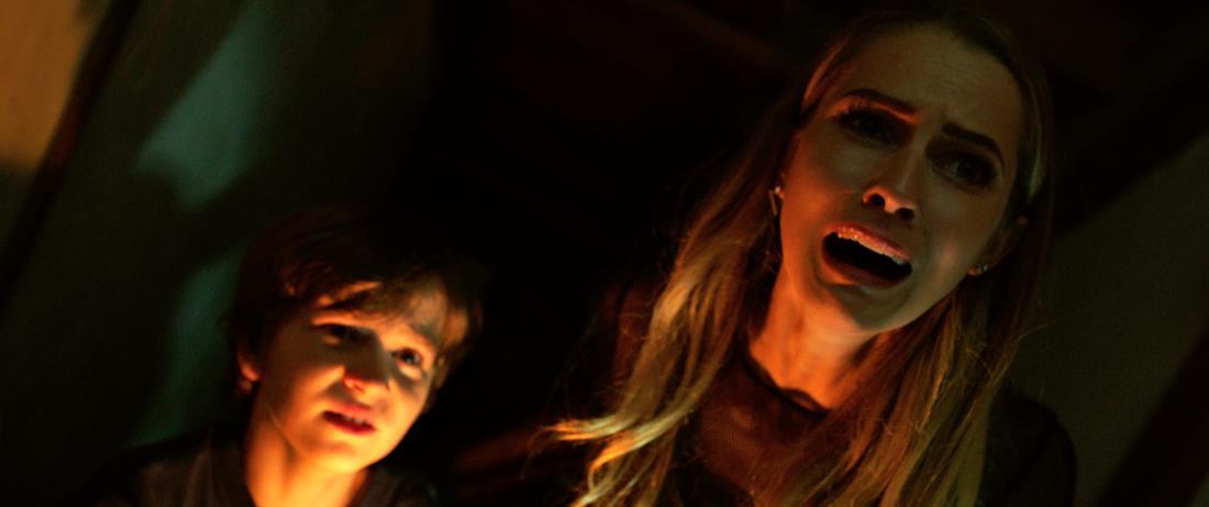 Rebecca e Martin impauriti in Lights Out.