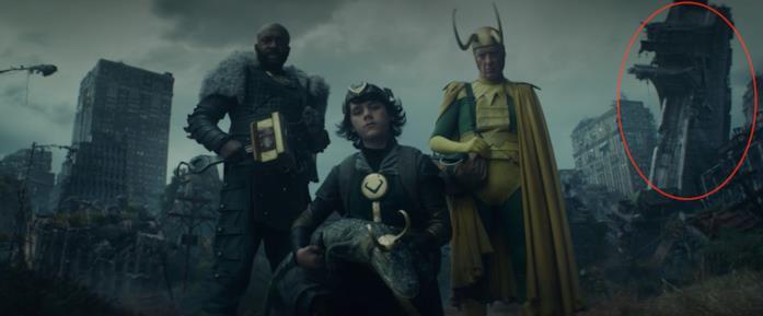 I 4 Loki con alle spalle la Torre degli Avengers distrutta