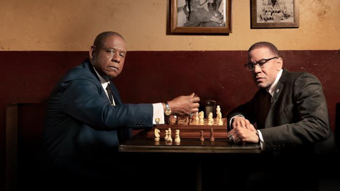Forest Whitaker e Nigél Thatch giocano a scacchi