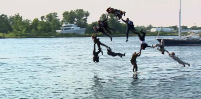 Gli stuntman di Iron Man 3 si gettano in acqua