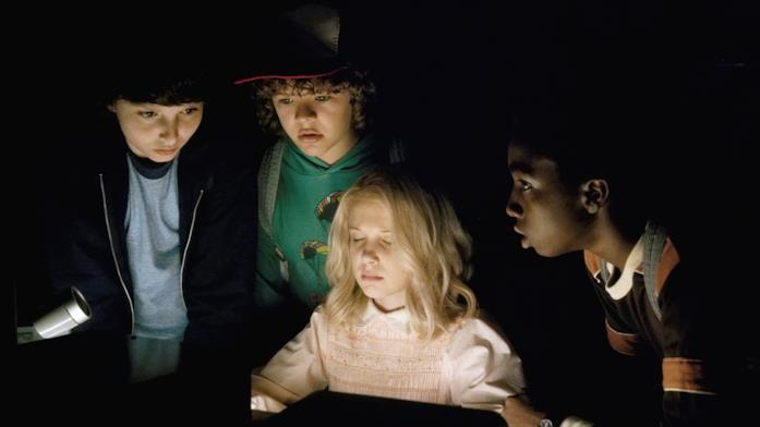 Undici, Mike, Dustin e Lucas in una scena di Stranger Things
