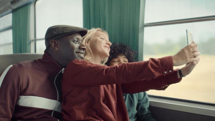 Omar Sy sul treno per Lupin