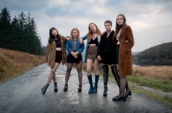 Sally Messham, Rona Morison, Marli Siu, Tallulah Greive e Abigail Lawrie nel film Our Ladies