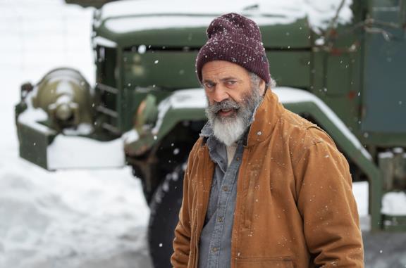 Mel Gibson è un Babbo Natale con la pistola nel trailer di Fatman