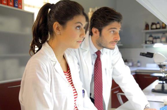 Alessandra Mastronardi con Lino Guanciale ne L'allieva