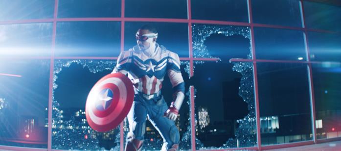 San con il costume da Captain America
