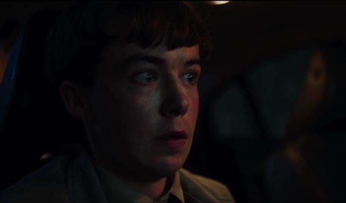 Simon Rifkind terrorizzato da una voce alle sue spalle in macchina