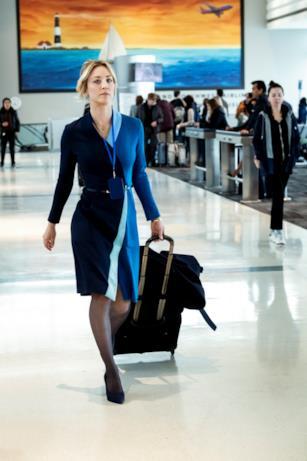Kaley Cuoco è un'assistente di volo