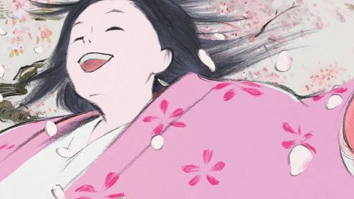 La principessa splendente gioisce tra i ciliegi in fiore