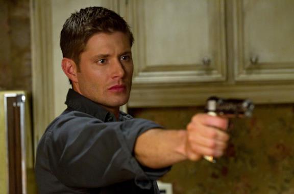 Jensen Ackles in un episodio della serie Supernatural