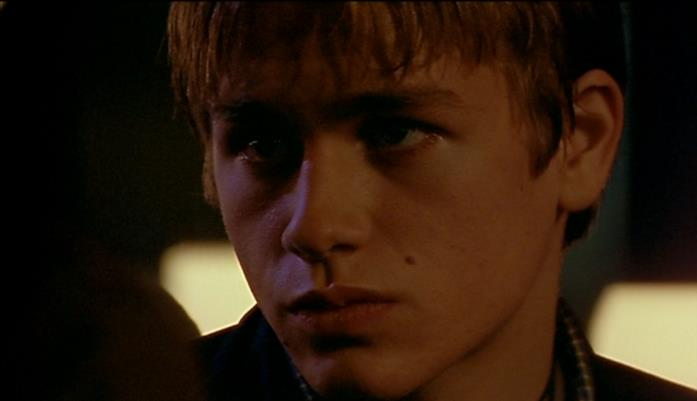 Charlie Hunnam nel ruolo di Nathan in Queer as Folk UK