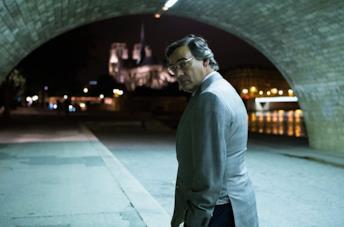 Eduard Fernández in una scena del film L'uomo dai mille volti