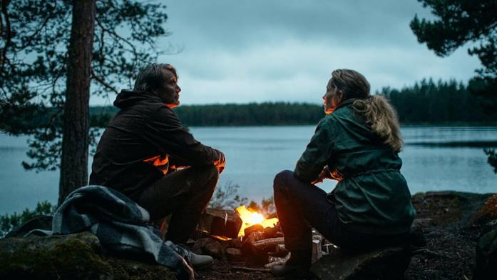 Martin e la moglie in riva al lago
