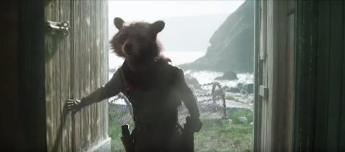 Rocket Raccoon entra in una casetta vicino al mare nello spot del Super Bowl di Avengers: Endgame