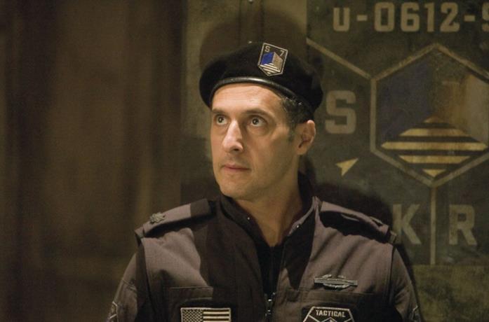 John Turturro in una scena di Transformers - L'ultimo cavaliere