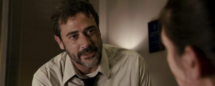 L'agente Brian Heigh (Jeffrey Dean Morgan) in una scena di dialogo in Le paludi della morte
