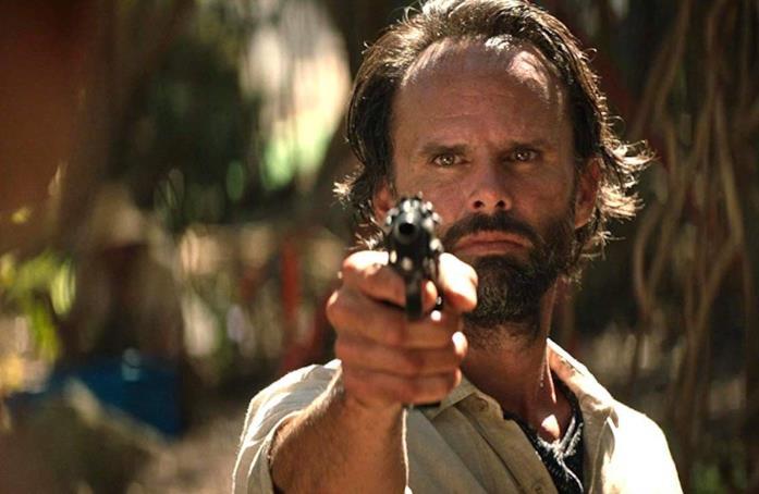 Walton Goggins in una scena del reboot di Tomb Raider
