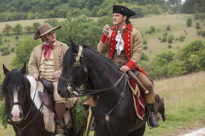 Luke Evans a cavallo ne La bella e la bestia