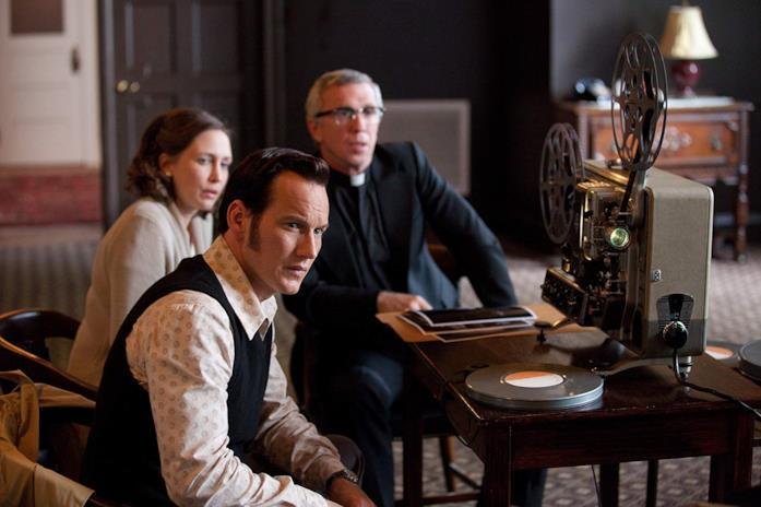 Vera Farmiga, Patrick Wilson e Steve Coulter in una scena del film L'evocazione - The Conjuring