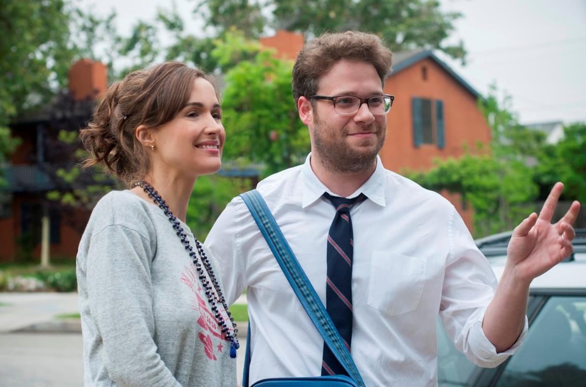 Rose Byrne e Seth Rogen in una scena del film Cattivi vicini
