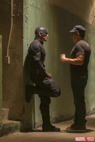 Chris Evans e Anthony Russo dietro le quinte di Capitan America: Civil War