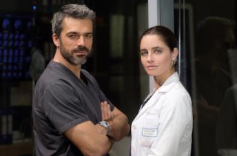 Luca Argentero e Matilge Gioli in una scena della serie Doc - Nelle tue mani