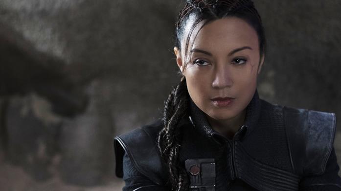 Primo piano di Fennec Shand, interpretata da Ming-Na Wen