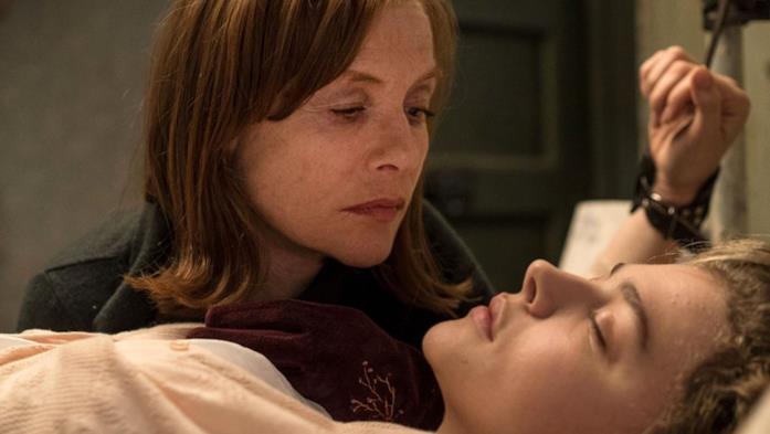 Chloë Grace Moretz e Isabelle Huppert in una scena di Greta