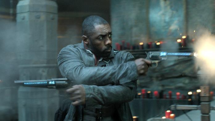 Idris Elba spara con entrambe le pistole in La Torre Nera