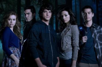 Un'immagine del cast della prima stagione di Teen Wolf