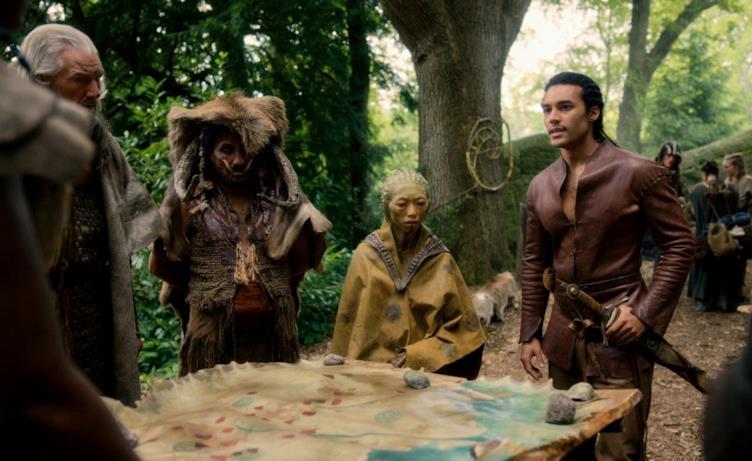 Una scena con alcune creature magiche in Cursed