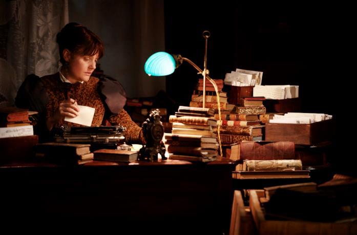 Eleanor all sua scrivania