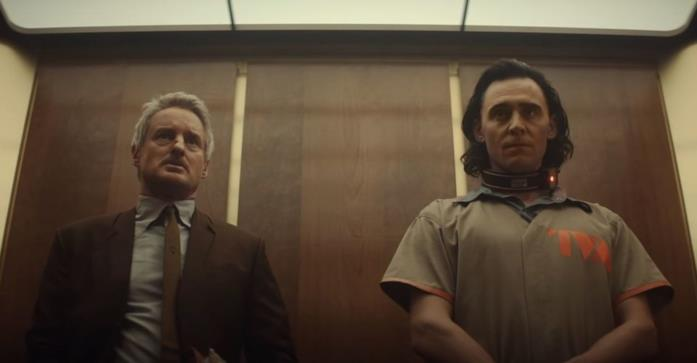 Owen Wilson e Tom Hiddleston in una scena della serie Loki