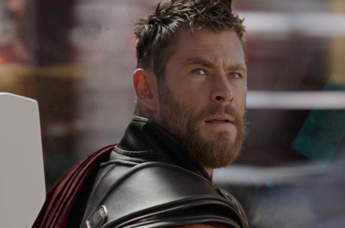 Un'immagine del Dio del Tuono in Thor: Ragnarok